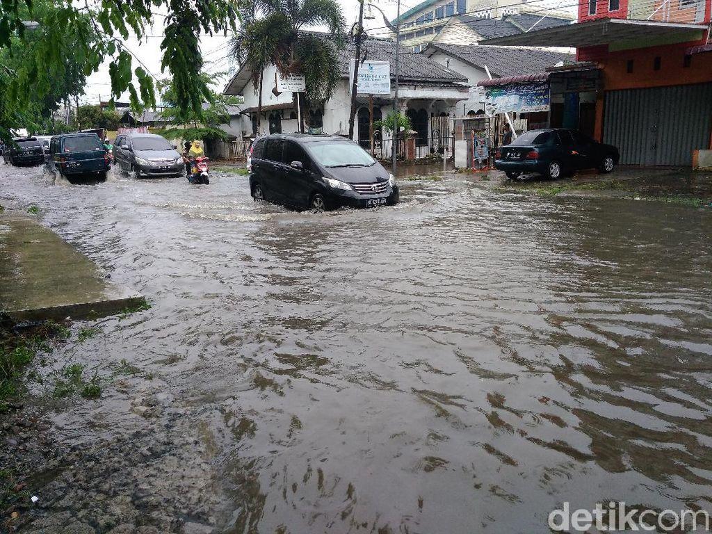Hujan Berjam-jam, Jalan STM Medan Banjir