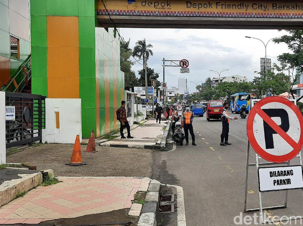 Dishub Jaga Sekitar JPO Balai Kota Depok agar Tak Diduduki Parkir Liar