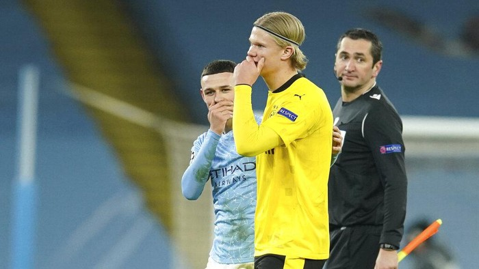 Dortmunds Erling Haaland leaves the pitch at the end of the Champions League, first leg, quarterfinal soccer match between Manchester City and Borussia Dortmund at the Etihad stadium in Manchester, Tuesday, April 6, 2021. (AP Photo/Dave Thompson)
