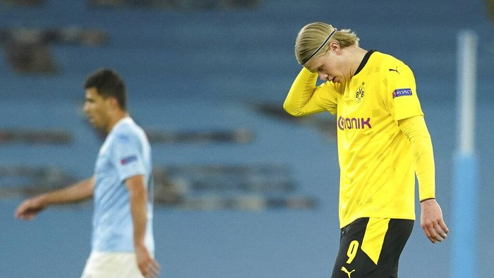 Dortmunds Erling Haaland is dejected after missing an opportunity to score during the Champions League, first leg, quarterfinal soccer match between Manchester City and Borussia Dortmund at the Etihad stadium in Manchester, Tuesday, April 6, 2021. (AP Photo/Dave Thompson)
