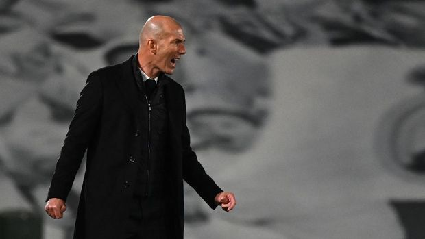 Real Madrid's French coach Zinedine Zidane reacts during the UEFA Champions League first leg quarter-final football match between Real Madrid and Liverpool at the Alfredo di Stefano stadium in Valdebebas in the outskirts of Madrid on April 6, 2021. (Photo by GABRIEL BOUYS / AFP)