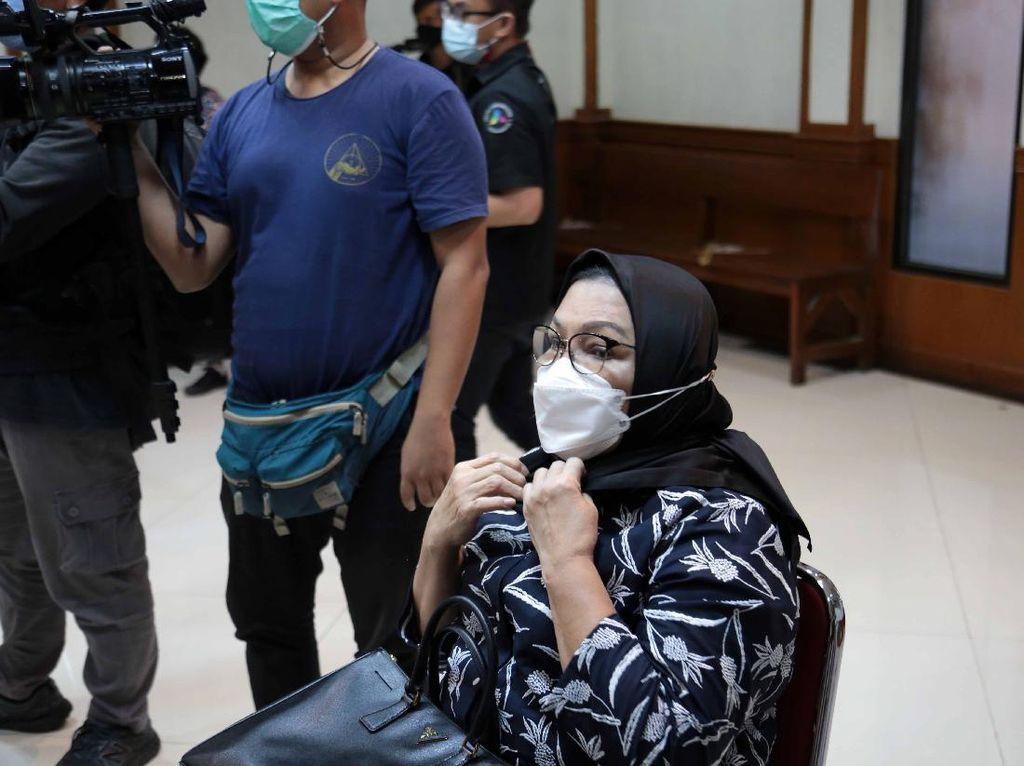 Ibunda Menangis saat Jadi Saksi Perceraian Nindy Ayunda
