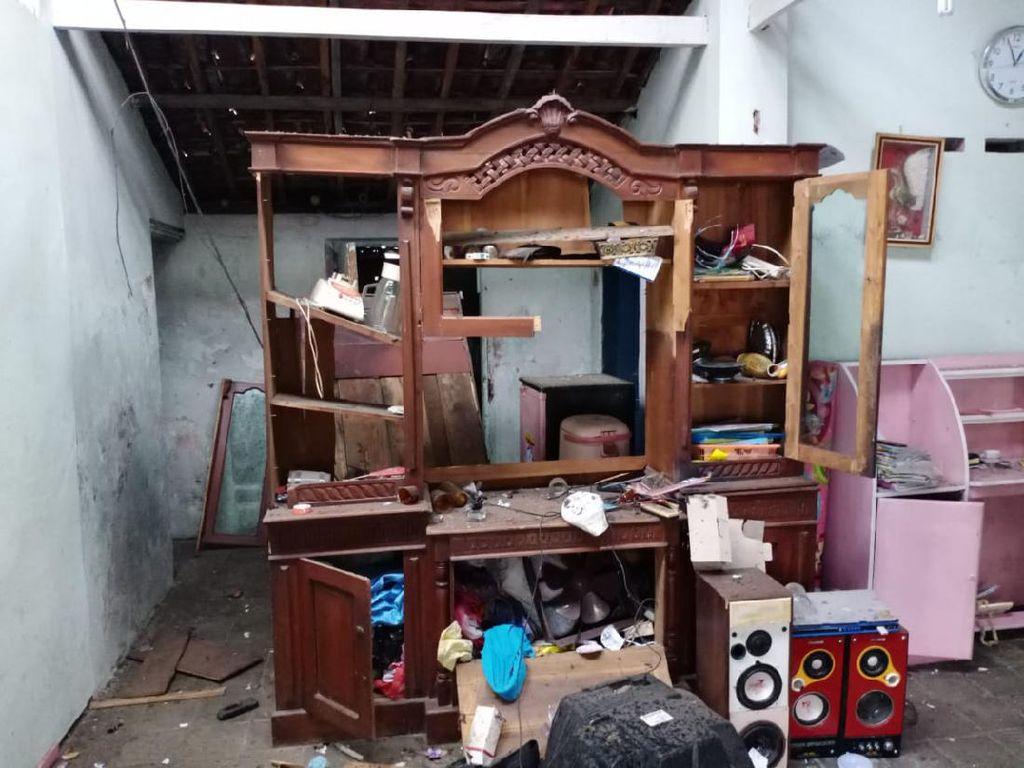 Rumah Warga di Sragen Tersambar Petir hingga Rusak Parah