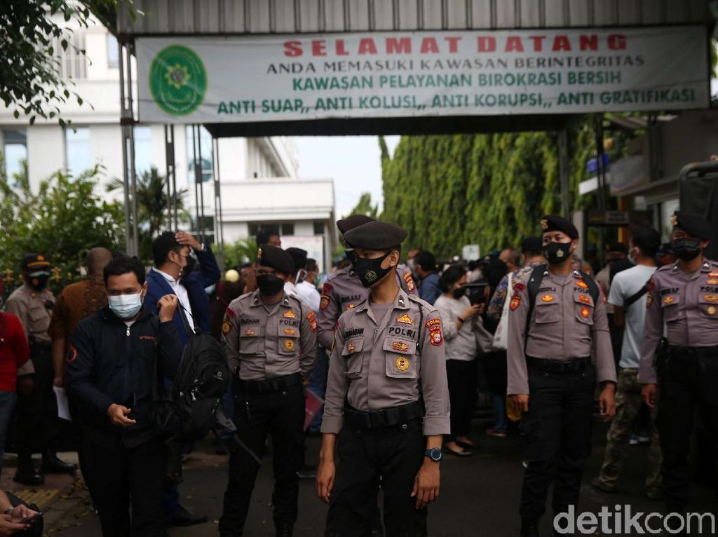 Sidang Rizieq Hadirkan 10 Saksi, Akses Masuk Pengadilan Dibatasi