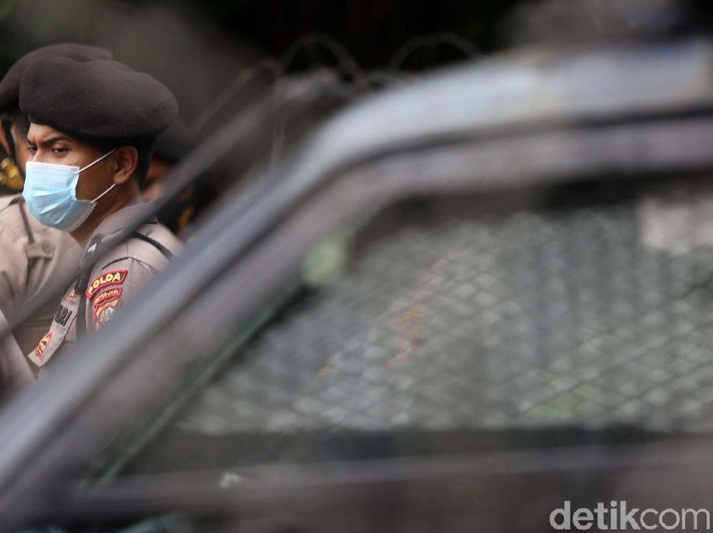 Polisi Kembali Amankan 11 Simpatisan HRS di PN Jaktim, Ada Eks FPI Banten