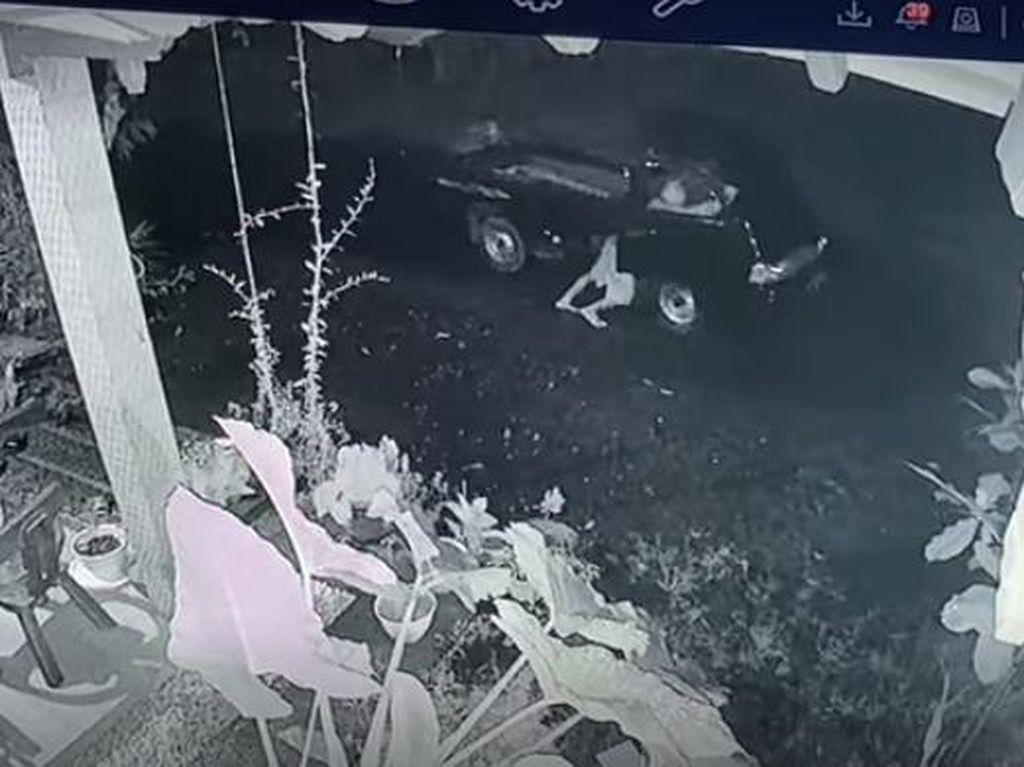 Viral! Aksi Maling Dorong Mobil Pikap Curian di Jepara Terekam CCTV