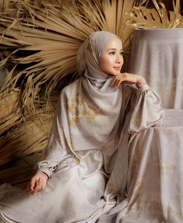 Pakai double hijab untuk kesan yang memesona/instagram.com/laudyachynthiabella