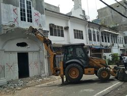Tak Sesuai Bentuk Awal, Bangunan Ilegal di Kesawan Medan Dibongkar