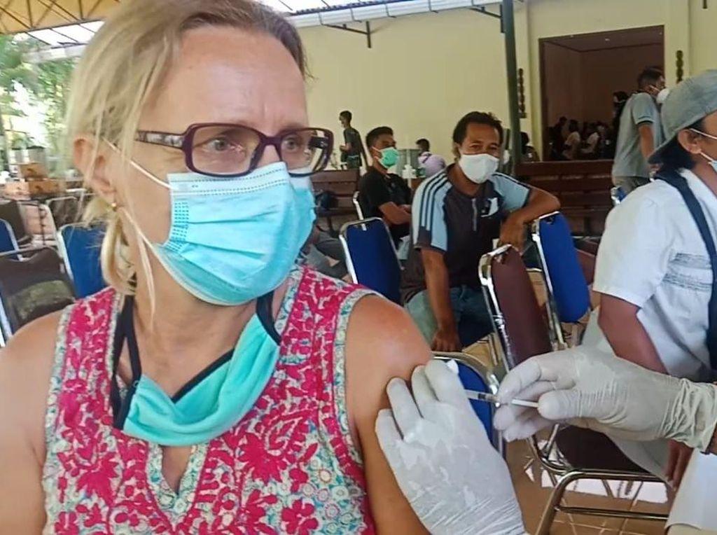 Ribuan Pelaku Wisata Divaksin Batalyon Vaksinator di Lombok Utara
