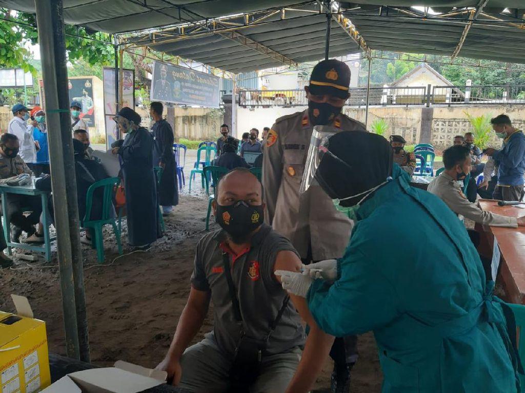 23 Personel Polsek Sekotong Lombok Barat Divaksin