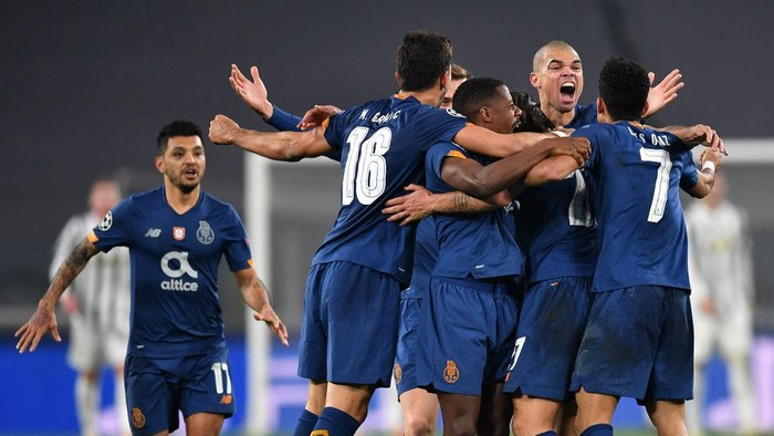 TURIN, ITALY - MARCH 09: Sergio Oliveira of Porto celebrates with team mates after scoring their sides second goal during the UEFA Champions League Round of 16 match between Juventus and FC Porto at Juventus Arena on March 09, 2021 in Turin, Italy. Sporting stadiums around Italy remain under strict restrictions due to the Coronavirus Pandemic as Government social distancing laws prohibit fans inside venues resulting in games being played behind closed doors. (Photo by Valerio Pennicino/Getty Images)
