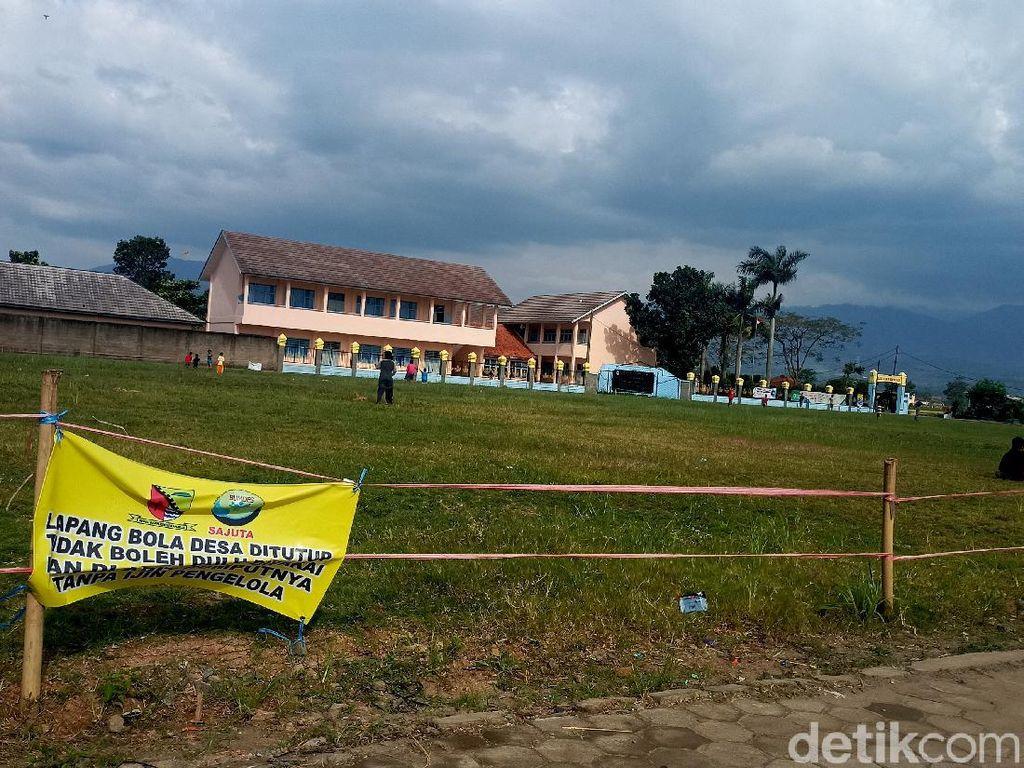 Renovasi Rp 900 Juta Lapangan Bola Kampung Disorot Warganet Bandung