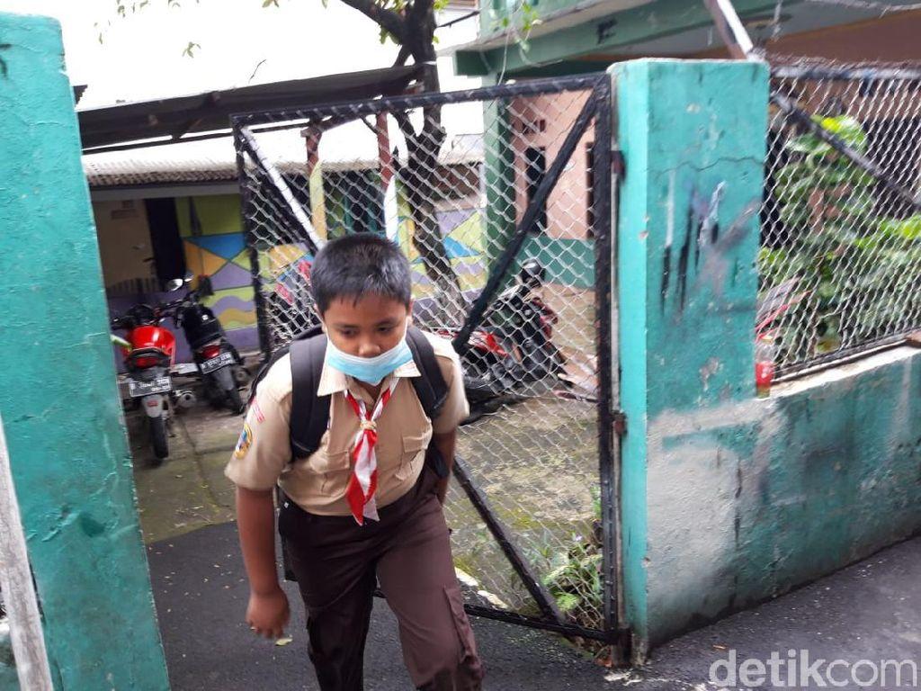 Cerita Sekolah Tatap Muka Perdana: Seragam Harus Baru Gegara Badan Melar