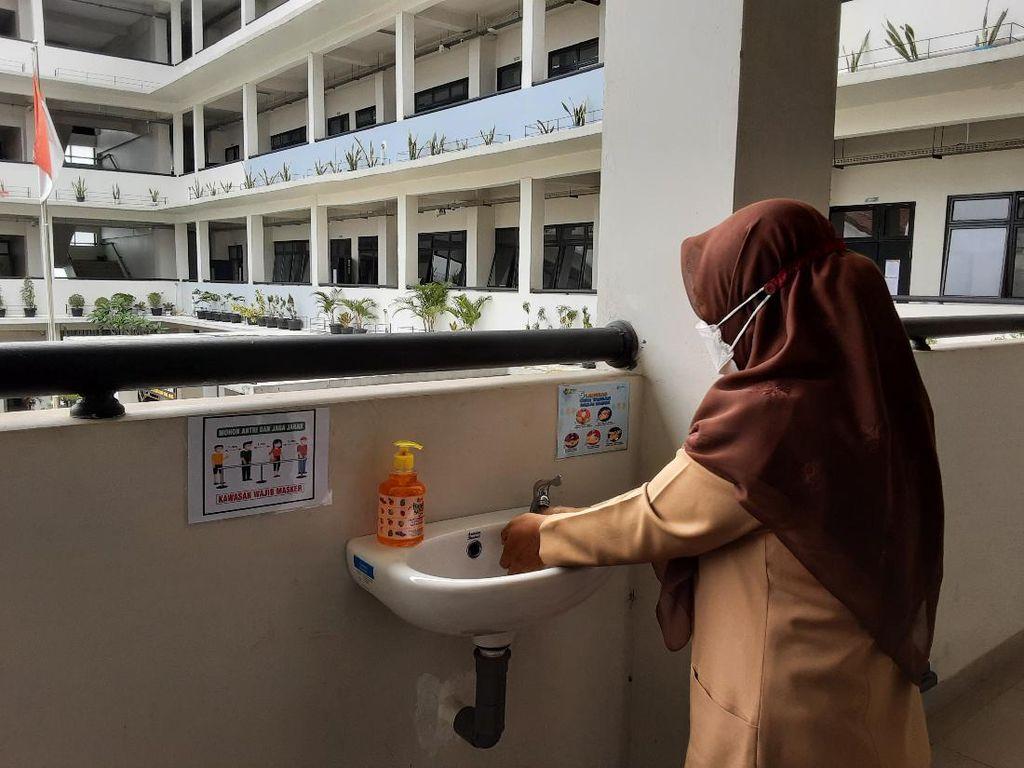 Belajar Tatap Muka di SMKN 6 Jakarta, Jam Masuk Sekolah Diundur