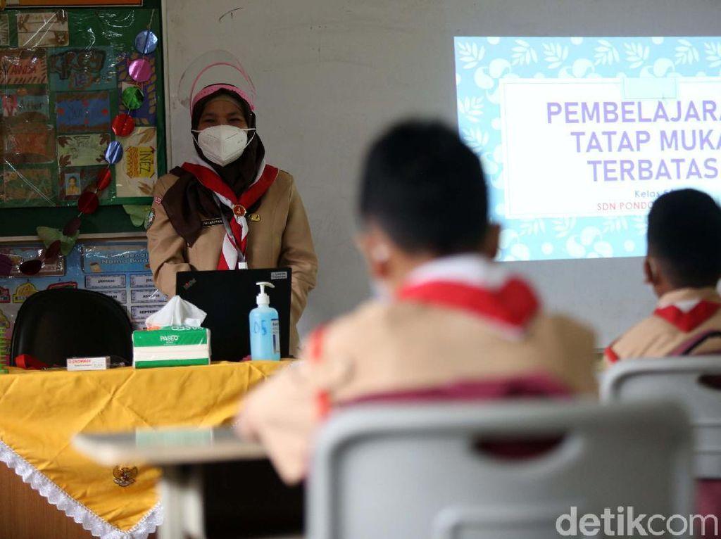 Ortu Keluhkan Kebutuhan Seragam Baru, Pandemi Bikin Tubuh Anak Melar?