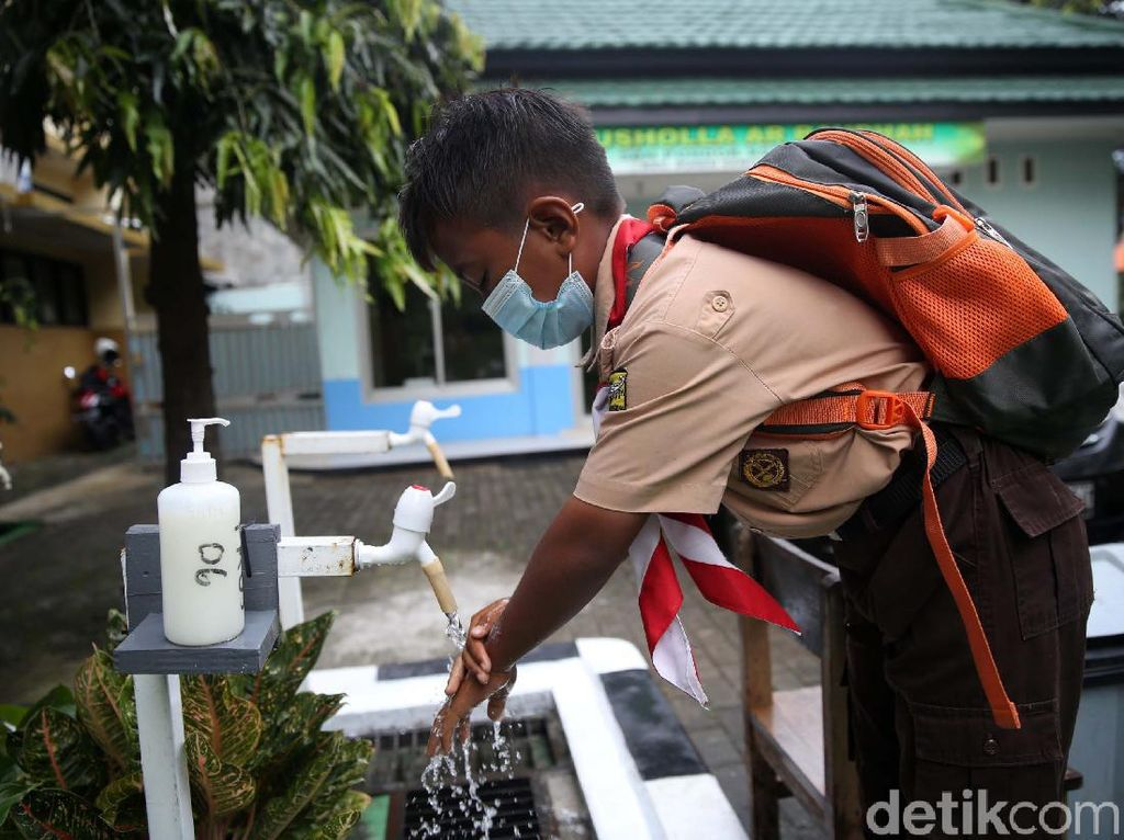 Suasana Uji Coba Belajar Tatap Muka di 4 Sekolah DKI Jakarta Hari Ini