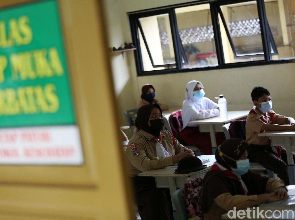 Suasana Sekolah Tatap Muka di SDN Pondok Kelapa 05 Pagi