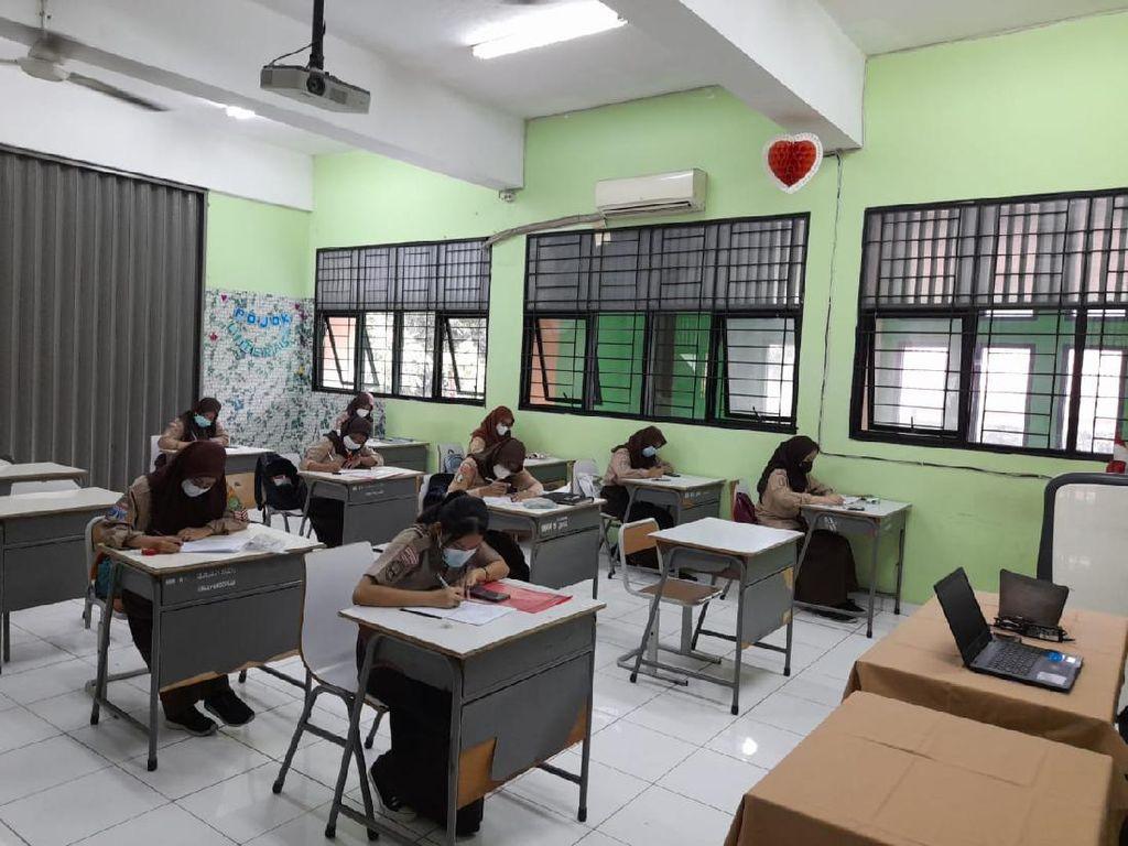 Jam Sekolah Tatap Muka Cuma Sebentar, Guru SMKN 15 Jaksel Fokus Praktik