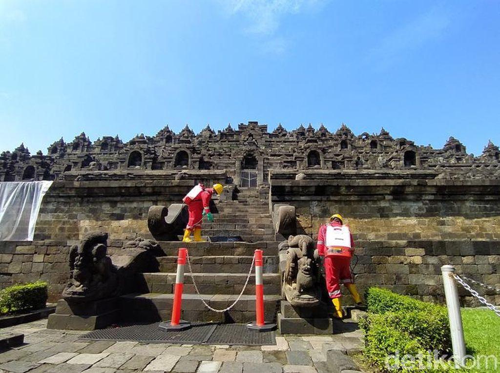 Foto: Candi Borobodur sedang Dimandikan Minyak Atsiri