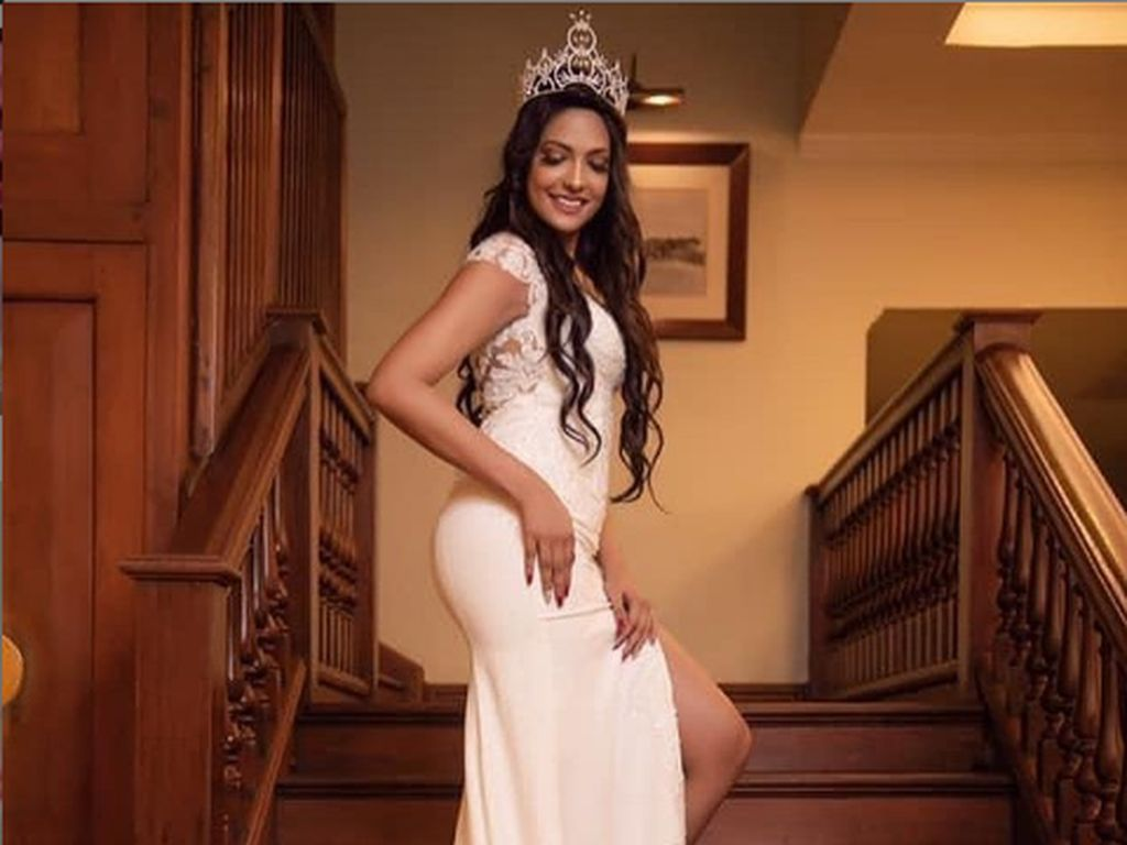 Caroline Jurie Lepas Mahkota Mrs. World Setelah Copot Mahkota Mrs. Sri Lanka