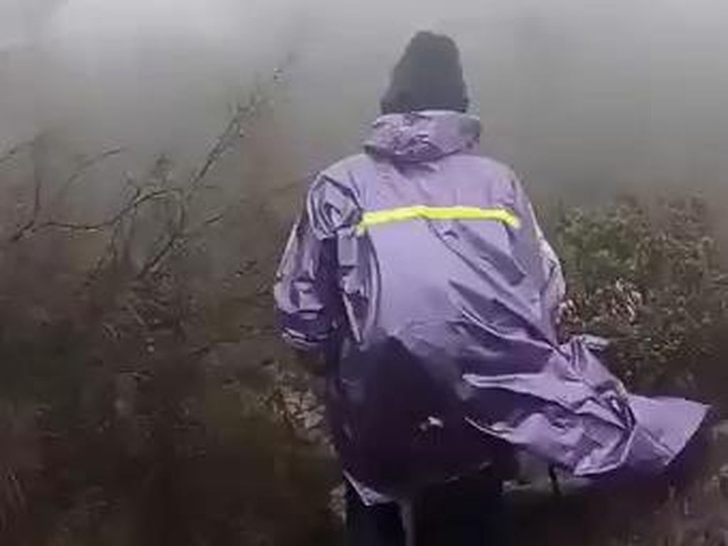 Hujan Es dan Badai Terjadi di Gunung Arjuno-Welirang, Pendakian Ditutup