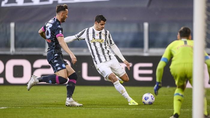 Juventus Alvaro Morata shuts at the goal during the Italian Serie A soccer match between Juventus and Napoli at the Allianz Stadium in Turin, Italy, Wednesday, April 7, 2021. (Fabio Ferrari/LaPresse via AP)