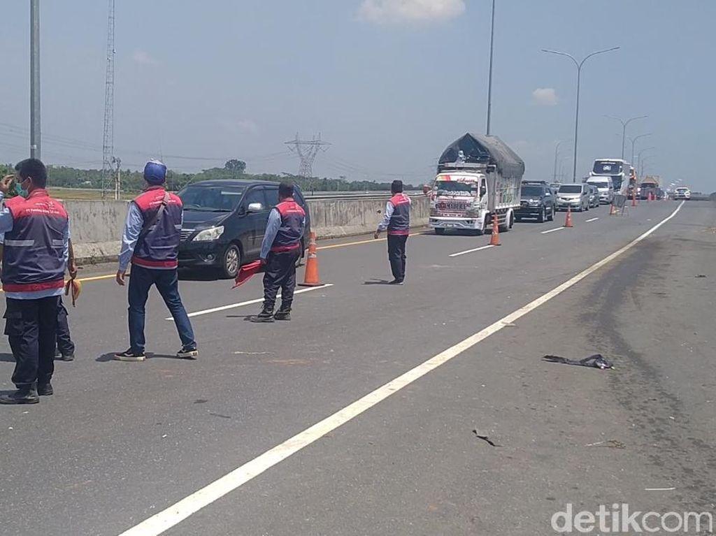 Kecelakaan 2 Truk di Tol Pemalang-Batang, 1 Orang Tewas