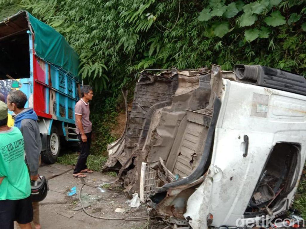 Kontainer Tabrak Truk dan Mobil di Jalan Purworejo-Magelang, 1 Tewas