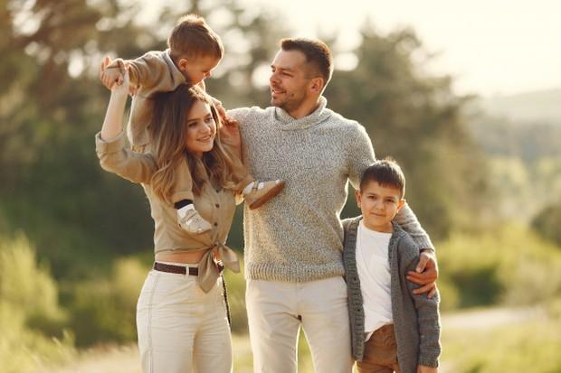 Terakhir, cinta storge dalam psikologi sudah dirasakan sejak dalam kandungan. Jenis cinta ini merupakan bentuk cinta dari orang tua kepada anak-anaknya.