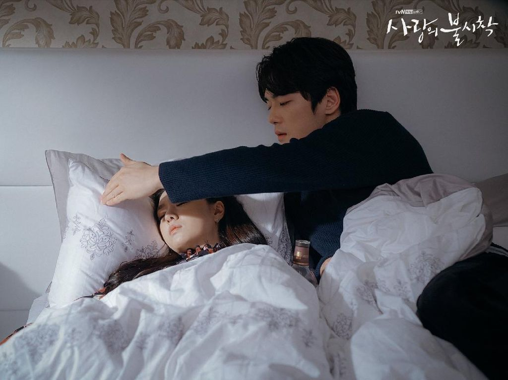 10 Momen Mesra Kim Jung Hyun dan Seo Ji Hye di Crash Landing On You