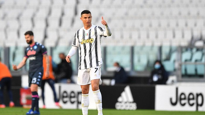 TURIN, ITALY - APRIL 07: Cristiano Ronaldo of Juventus celebrates after scoring their sides first goal during the Serie A match between Juventus and Napoli at Allianz Stadium ></span></p> <p><span style=