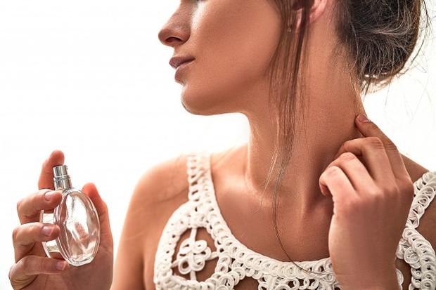 Menggosok parfum setelah diaplikasikan sebaiknya dihindari/freepik.com