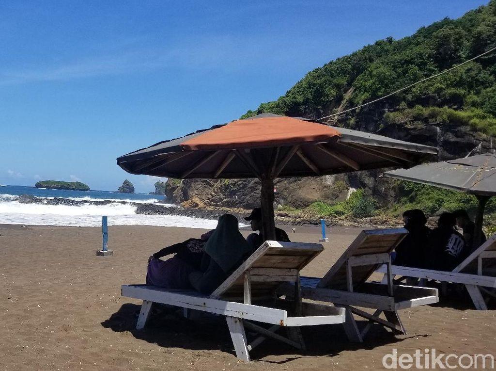 Foto: Pantai di Jember yang Tak Kalah dari Bali