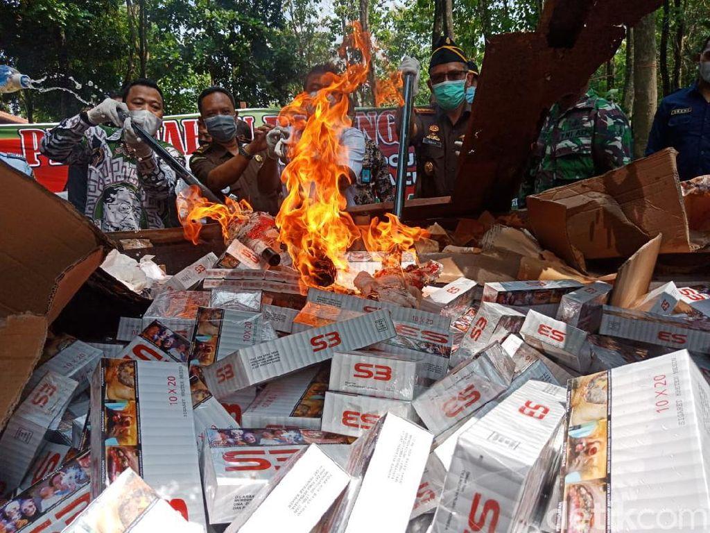 Ribuan Rokok Ilegal Hingga Narkoba Dimusnahkan di Jombang
