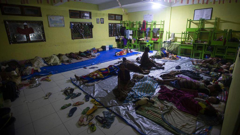 Melihat Kondisi Pengungsi Banjir Bandang di NTT
