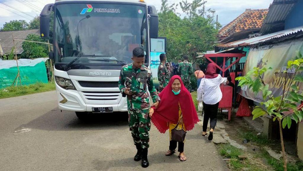 Pengungsi Kilang Balongan Mulai Kembali ke Rumah