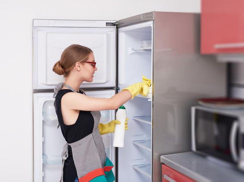 Persiapan Puasa, Ini Cara Membersihkan Kulkas Agar Bebas Noda dan Bau