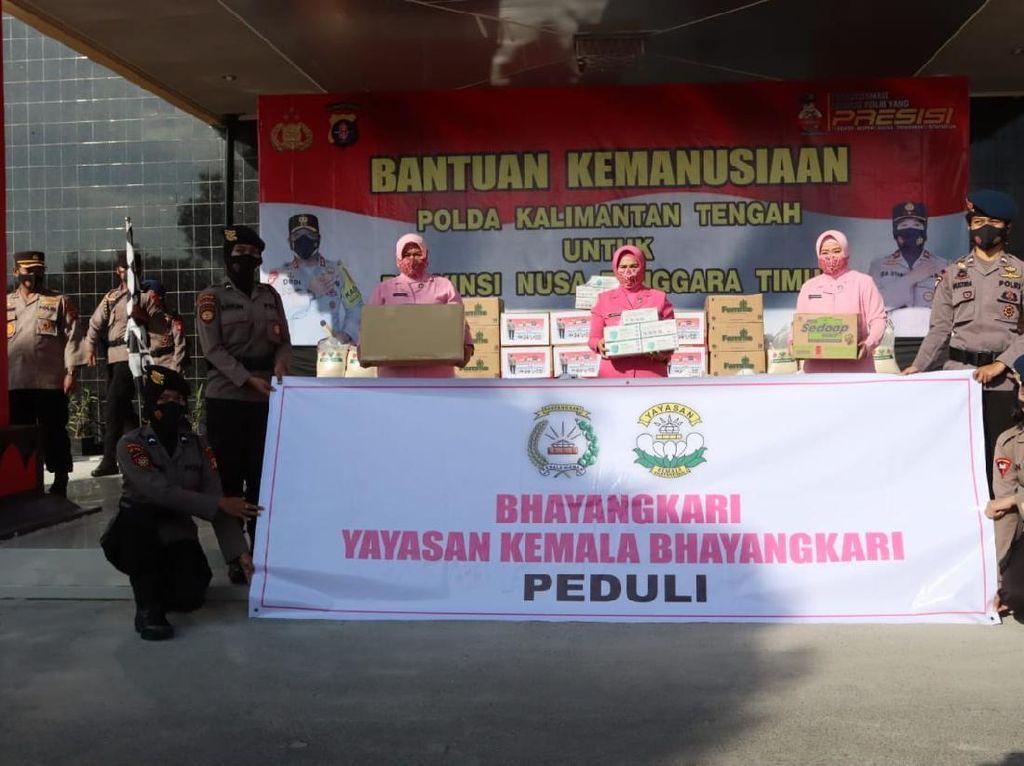 Polda Kalteng Sumbang Sembako hingga Selimut untuk Korban Banjir NTT