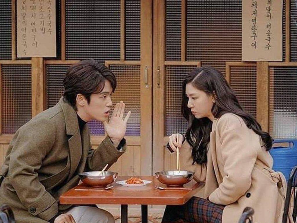 Seo Ji Hye-Kim Jung Hyun Crash Landing on You Dikabarkan Pacaran