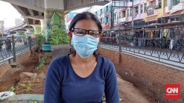 Sari (37), warga Ciputat Tangsel,  ibu rumah tangga.