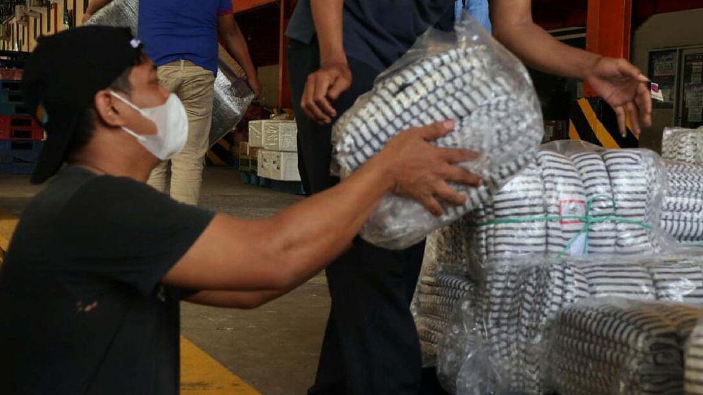 Bantuan Selimut untuk Korban Bencana di NTT