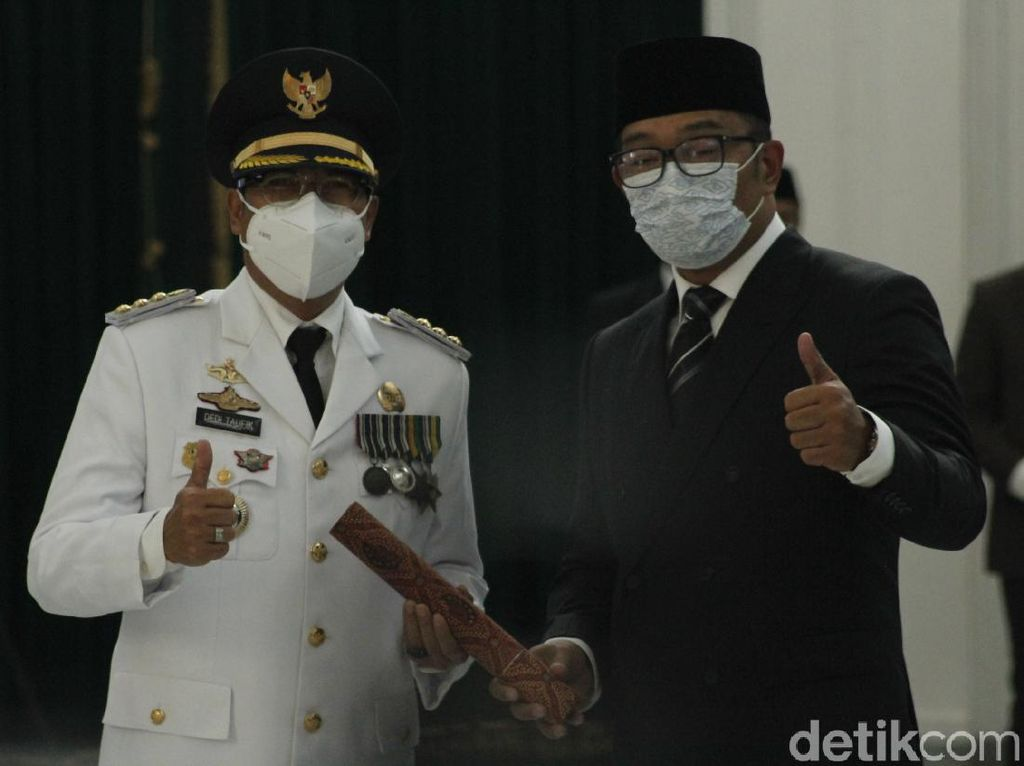 Ridwan Kamil Lantik Dedi Taufik Jadi Pj Bupati Bandung