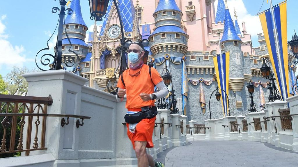 Foto: Pria yang Berlari dari Disneyland ke Disney World