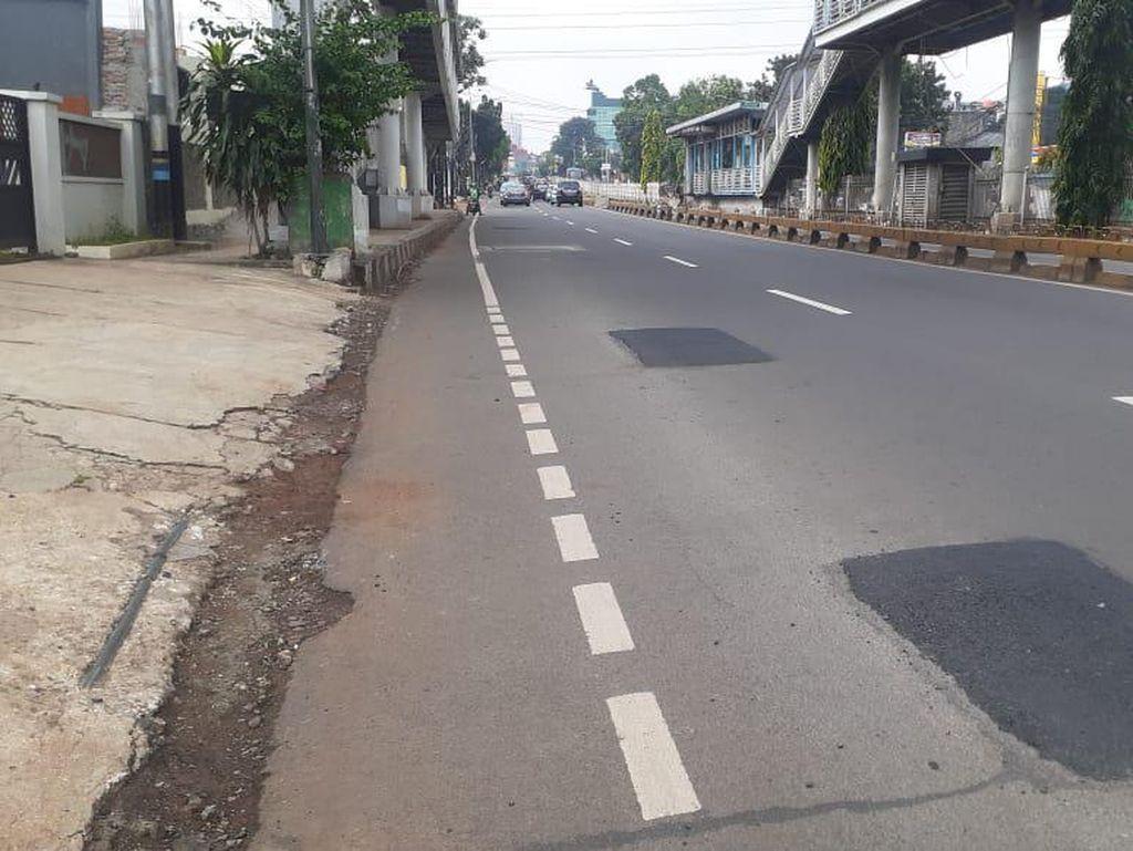 Lubang Bekas Proyek Manhole di Jl Mampang Prapatan Sudah Diperbaiki