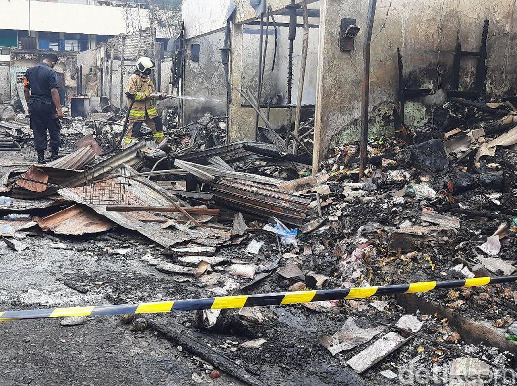 Masih Ada Kepulan Asap di Lokasi Kebakaran Pasar Kambing Tanah Abang