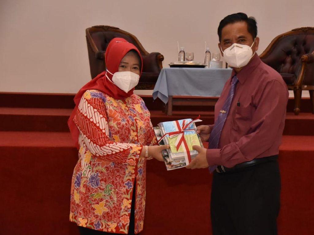 Mahasiswa Unswagati Cirebon Bisa Akses Koleksi Buku MPR
