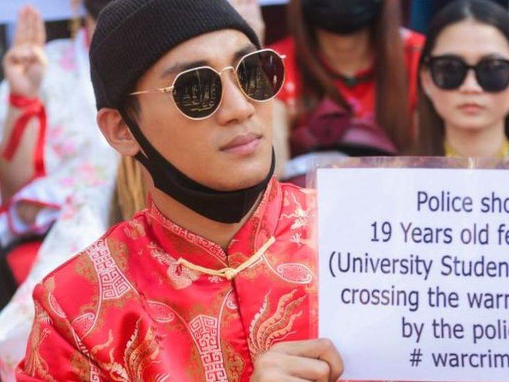 Aktor Myanmar Ditangkap Puluhan Tentara, Begini Aksinya saat Demo
