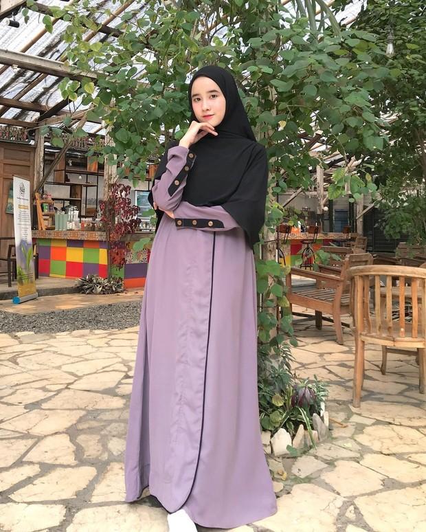 Pilih Gamis Polos Berpotongan Lurus yang polos/instagram.com/fanimey_