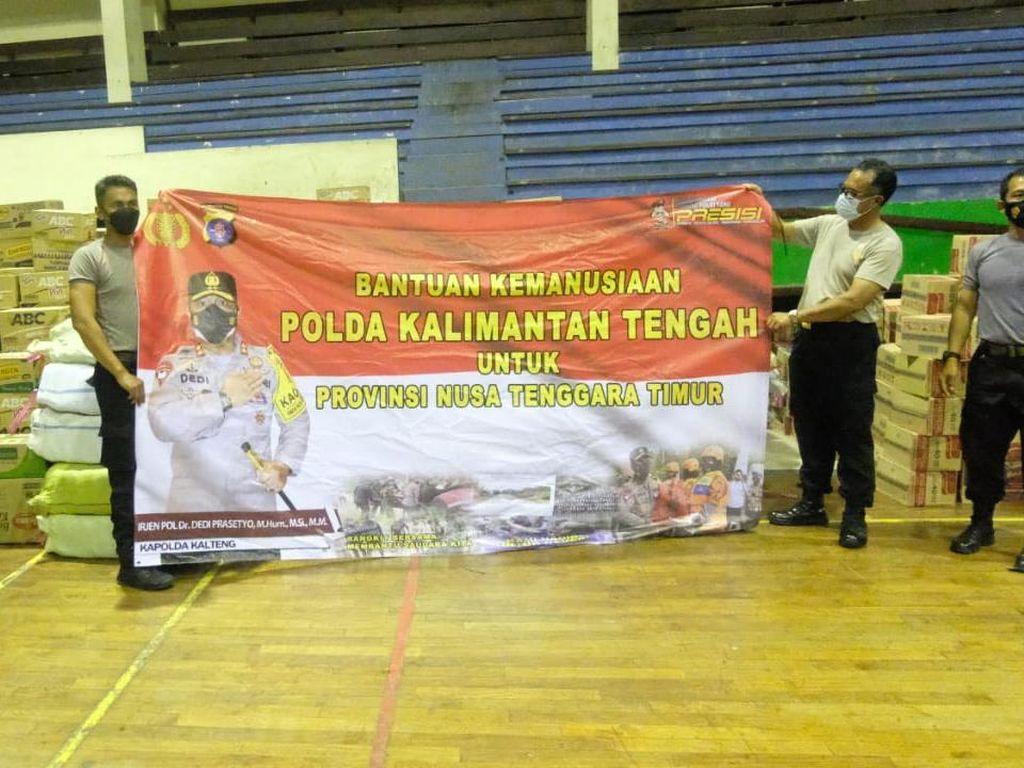 Polda Kalteng Salurkan Bantuan untuk Korban Bencana NTT