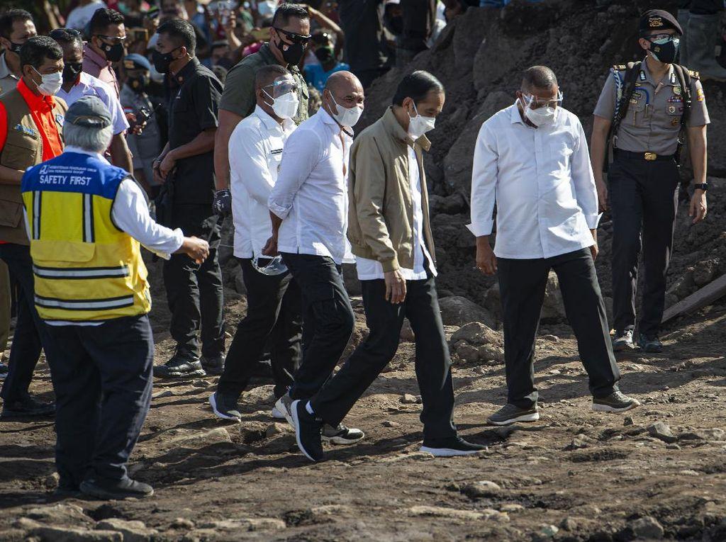 Jokowi Kunjungi Korban Banjir di Desa Nele NTT: 56 Warga Meninggal